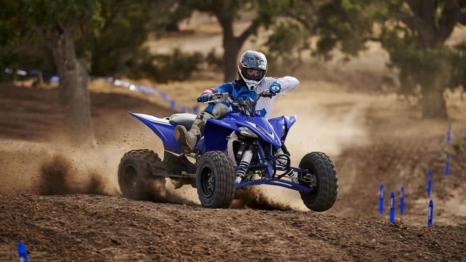 טרטקורון yamaha yfz450r כחול על דרך עפר